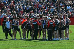 copy-800px-coach_ross_lyon_addresses_team_st_kilda_fc_011